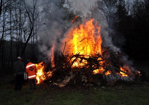 Osterfeuer in Tschanigraben